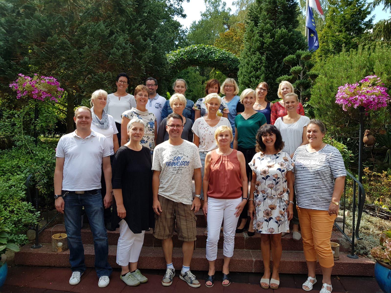 http://schule.neuseddin.de/wp-content/uploads/2016/10/Kollegium-2018_19-1600x1200.jpg